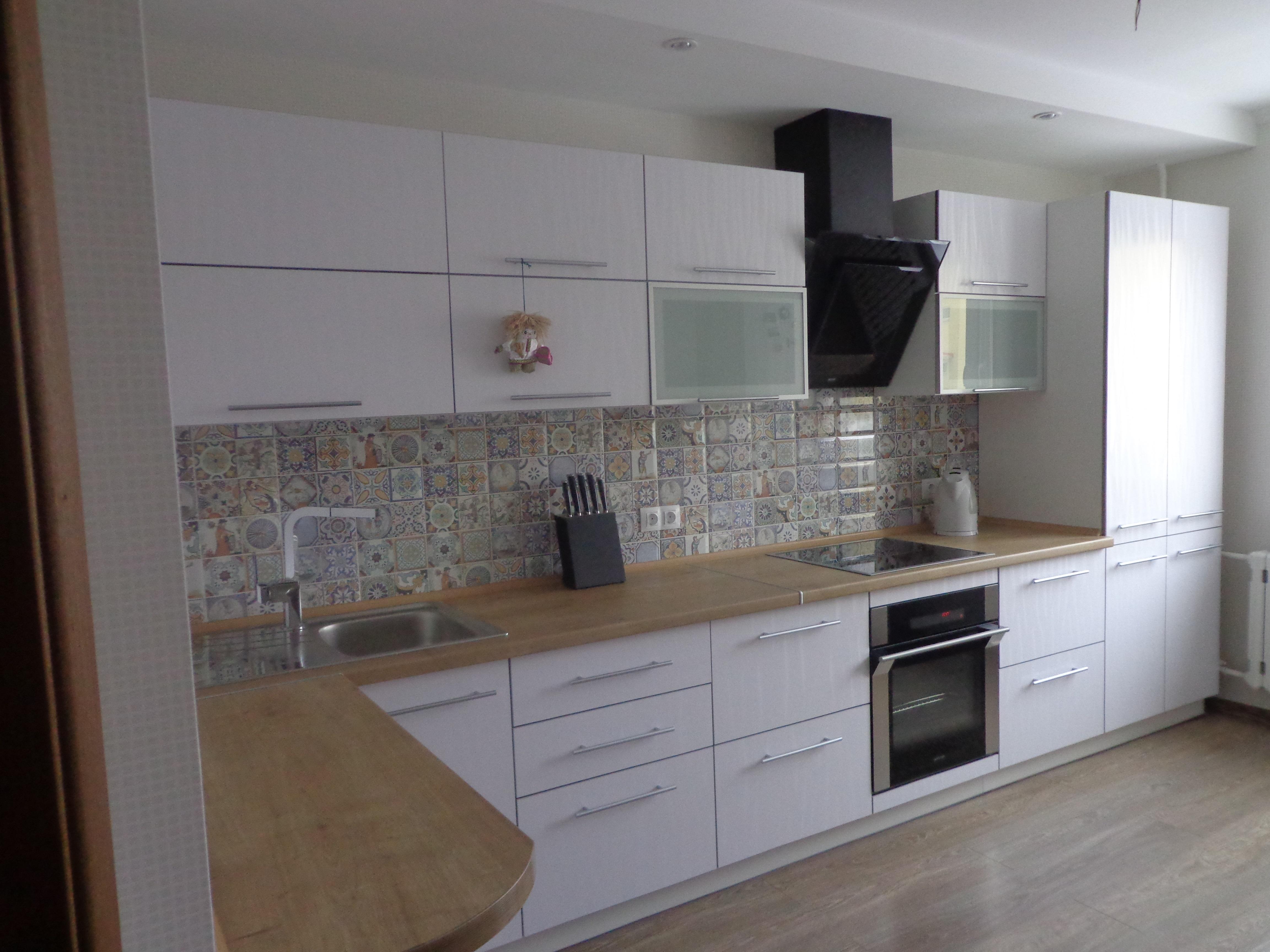 белые кухни из пластика фото